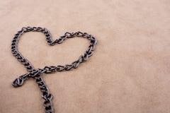 Μορφή αλυσίδων μια μορφή καρδιών Στοκ Φωτογραφίες