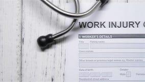 Μορφή αξίωσης τραυματισμών εργασίας με ένα στηθοσκόπιο απόθεμα βίντεο