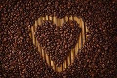 μορφή καρδιών καφέ στοκ φωτογραφία