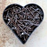Μορφή καρδιών με τα οξυδωμένα καρφιά Στοκ εικόνες με δικαίωμα ελεύθερης χρήσης