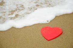 Μορφή καρδιών στην παραλία Στοκ φωτογραφίες με δικαίωμα ελεύθερης χρήσης