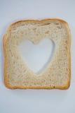 Μορφή καρδιών στη φέτα ψωμιού Στοκ εικόνες με δικαίωμα ελεύθερης χρήσης