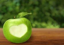 Μορφή καρδιών στη Apple Στοκ φωτογραφίες με δικαίωμα ελεύθερης χρήσης