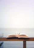 Μορφή καρδιών φιαγμένη από ανοικτές σελίδες βιβλίων Στοκ Φωτογραφία