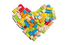 Μορφή καρδιών φιαγμένη από ξύλινους φραγμούς χρώματος Στοκ Εικόνες