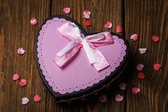 μορφή καρδιών δώρων κιβωτίων Στοκ Εικόνα