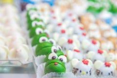 Μορφή μορίων κέικ μωρών του ζωικού βασίλειου κλείστε επάνω Στοκ Εικόνες