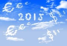 Μορφή συμβόλων νομίσματος σύννεφων 2015, ευρώ και $ πέρα από το μπλε ουρανό Στοκ Εικόνες