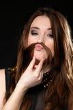 Μορφασμός. Τρίχα κοριτσιών moustaches που κάνει το ανόητο πρόσωπο Στοκ Εικόνες