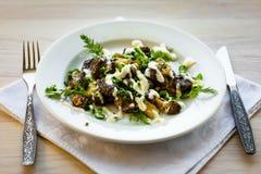 Μορχέλλη μανιταριών με την ξινή σάλτσα κρέμας Στοκ Φωτογραφία