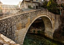 Μοστάρ Βοσνία - η στριμμένη γέφυρα στοκ φωτογραφία με δικαίωμα ελεύθερης χρήσης