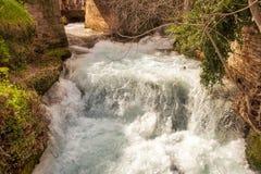 Μοστάρ Βοσνία - κανάλια στην πόλη στοκ εικόνες