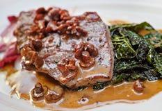 Μοσχαρίσιο κρέας με τα μανιτάρια Στοκ εικόνα με δικαίωμα ελεύθερης χρήσης