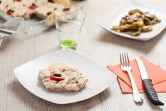 Μοσχαρίσιο κρέας με τη σάλτσα τόνου Στοκ φωτογραφία με δικαίωμα ελεύθερης χρήσης