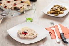 Μοσχαρίσιο κρέας με τη σάλτσα τόνου Στοκ φωτογραφίες με δικαίωμα ελεύθερης χρήσης