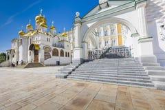 ΜΟΣΧΑ - 4 ΙΟΥΝΊΟΥ: Άποψη διάσημου ο Annunciation καθεδρικός ναός μέσα Στοκ Εικόνες
