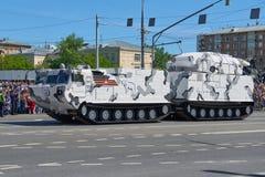 ΜΟΣΧΑ, 9 ΜΑΪΟΥ, 2018: Η παρέλαση διακοπών μεγάλης νίκης των ρωσικών στρατιωτικών οχημάτων τοποθετεί σε δεξαμενή: αντιαεροπορική Α Στοκ Εικόνες