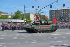 ΜΟΣΧΑ, 9 ΜΑΪΟΥ, 2018: Παρέλαση διακοπών μεγάλης νίκης των ρωσικών στρατιωτικών οχημάτων Δεξαμενές στις οδούς πόλεων και τους γιορ Στοκ φωτογραφίες με δικαίωμα ελεύθερης χρήσης