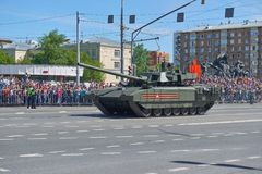 ΜΟΣΧΑ, 9 ΜΑΪΟΥ, 2018: Παρέλαση διακοπών μεγάλης νίκης των ρωσικών στρατιωτικών οχημάτων Δεξαμενές στις οδούς πόλεων και τους γιορ Στοκ φωτογραφία με δικαίωμα ελεύθερης χρήσης