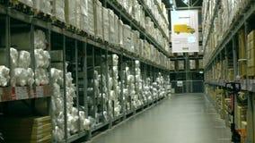 ΜΟΣΧΑ, ΡΩΣΙΑΣ - 16 ΔΕΚΕΜΒΡΙΟΥ, 2016 Αποθήκη εμπορευμάτων καταστημάτων της Ikea 4K παν πυροβολισμός φιλμ μικρού μήκους