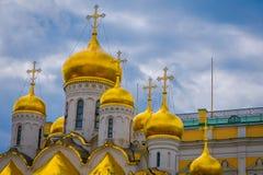 ΜΟΣΧΑ, ΡΩΣΙΑ 24 ΑΠΡΙΛΙΟΥ, 2018: Χρυσή στέγη θόλων Annunciation του καθεδρικού ναού ή του καθεδρικού ναού της υπόθεσης Στοκ εικόνα με δικαίωμα ελεύθερης χρήσης