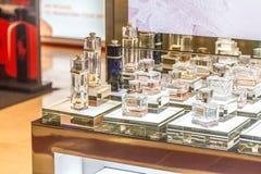 ΜΟΣΧΑ, ΡΩΣΙΑ - 11 Απριλίου 2012 - γωνία Parfume στο μεγάλο εμπορικό κέντρο Στοκ Εικόνες
