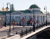 ΜΟΣΧΑ, ΡΩΣΙΑ - 21 09 2015 Για τους πεζούς γέφυρα Luzhkov, θέση των μαζικών περιπάτων Στοκ Εικόνες