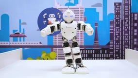 ΜΟΣΧΑ, ΡΩΣΙΑ - 25 ΙΑΝΟΥΑΡΊΟΥ 2018: Χορός ρομπότ Humanoid Κλείστε του έξυπνου χορού ρομπότ παρουσιάζει Απόδοση ρομπότ χορού φιλμ μικρού μήκους