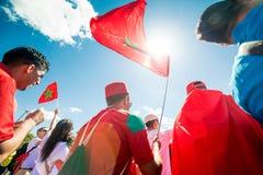 ΜΟΣΧΑ, ΡΩΣΙΑ - 20 ΙΟΥΝΊΟΥ: ανεμιστήρες του Μαρόκου και της Πορτογαλίας στο Παγκόσμιο Κύπελλο της FIFA της Ρωσίας το 2018, πριν απ Στοκ φωτογραφία με δικαίωμα ελεύθερης χρήσης