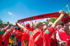 ΜΟΣΧΑ, ΡΩΣΙΑ - 20 ΙΟΥΝΊΟΥ: ανεμιστήρες του Μαρόκου και της Πορτογαλίας στο Παγκόσμιο Κύπελλο της FIFA της Ρωσίας το 2018, πριν απ Στοκ εικόνες με δικαίωμα ελεύθερης χρήσης