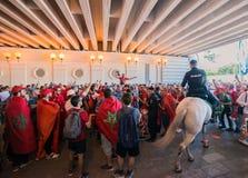 ΜΟΣΧΑ, ΡΩΣΙΑ - 20 ΙΟΥΝΊΟΥ: ανεμιστήρες του Μαρόκου και της Πορτογαλίας στο Παγκόσμιο Κύπελλο της FIFA της Ρωσίας το 2018, πριν απ Στοκ Εικόνες