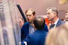 ΜΟΣΧΑ, ΡΩΣΙΑ - 23 ΜΑΐΟΥ 2015: Υπουργός της βιομηχανίας και του εμπορίου της Ρωσικής Ομοσπονδίας Denis Manturov στο HeliRussia 201 Στοκ Εικόνες