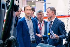 ΜΟΣΧΑ, ΡΩΣΙΑ - 23 ΜΑΐΟΥ 2015: Υπουργός της βιομηχανίας και του εμπορίου της Ρωσικής Ομοσπονδίας Denis Manturov στο HeliRussia 201 Στοκ Εικόνα