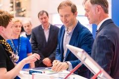 ΜΟΣΧΑ, ΡΩΣΙΑ - 23 ΜΑΐΟΥ 2015: Υπουργός της βιομηχανίας και του εμπορίου της Ρωσικής Ομοσπονδίας Denis Manturov στο HeliRussia EXP Στοκ Εικόνες