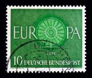 ΜΟΣΧΑ, ΡΩΣΙΑ - 21 ΟΚΤΩΒΡΊΟΥ 2017: Ένα γραμματόσημο που τυπώνεται στα γερμανικά που ταΐζονται Στοκ Φωτογραφία