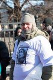 Ενεργό στέλεχος που φορά την μπλούζα με Nadezhda Tolokonniko Στοκ Φωτογραφία