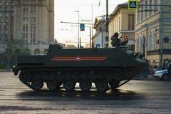 ΜΟΣΧΑ, ΡΩΣΙΑ ΤΟΝ ΑΠΡΊΛΙΟ ΤΟΥ 2019 Παρέλαση του στρατιωτικού εξοπλισμού προς τιμή την ημέρα νίκης στις οδούς της Μόσχας στοκ φωτογραφίες με δικαίωμα ελεύθερης χρήσης