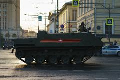ΜΟΣΧΑ, ΡΩΣΙΑ ΤΟΝ ΑΠΡΊΛΙΟ ΤΟΥ 2019 Παρέλαση του στρατιωτικού εξοπλισμού προς τιμή την ημέρα νίκης στις οδούς της Μόσχας στοκ φωτογραφίες