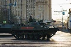 ΜΟΣΧΑ, ΡΩΣΙΑ ΤΟΝ ΑΠΡΊΛΙΟ ΤΟΥ 2019 Παρέλαση του στρατιωτικού εξοπλισμού προς τιμή την ημέρα νίκης στις οδούς της Μόσχας στοκ φωτογραφία με δικαίωμα ελεύθερης χρήσης