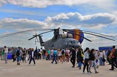 ΜΟΣΧΑ, ΡΩΣΙΑ - ΤΟΝ ΑΎΓΟΥΣΤΟ ΤΟΥ 2015: ελικόπτερο mi-26 μεταφορών φωτοστέφανος prese Στοκ Εικόνες