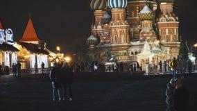 ΜΟΣΧΑ, ΡΩΣΙΑ - τον Ιανουάριο του 2017: Άποψη νύχτας του καθεδρικού ναού βασιλικού ` s Αγίου στην κόκκινη πλατεία απόθεμα βίντεο