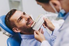 Μοσχεύματα ασθενών δοντιών επιλογής στοκ εικόνες