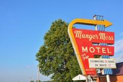 Μοτέλ βρύου Munger και εκλεκτής ποιότητας σημάδι νέου στοκ εικόνες