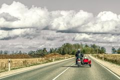 Μοτοσικλέτα με την καρότσα στις εθνικές οδούς Στοκ Εικόνα