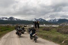 Μοτοσικλέτες στο γεωγραφικό πλάτος 54 σε Ushuaia, Αργεντινή στοκ εικόνες