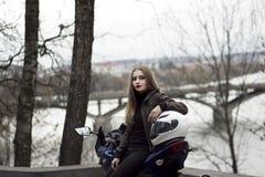 Μοτοσικλέτα κοριτσιών και αθλητισμού Στοκ Εικόνα