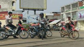 Μοτοσικλέτα, οδηγός moto, οδός, Καμπότζη απόθεμα βίντεο