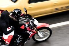 Μοτοσικλέτα στην πόλη Στοκ εικόνες με δικαίωμα ελεύθερης χρήσης