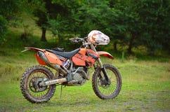 Μοτοσικλέτα Enduro από το δρόμο στοκ φωτογραφίες με δικαίωμα ελεύθερης χρήσης