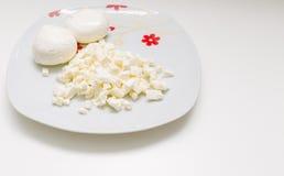 Μοτσαρέλα σε ένα πιάτο Στοκ Εικόνες